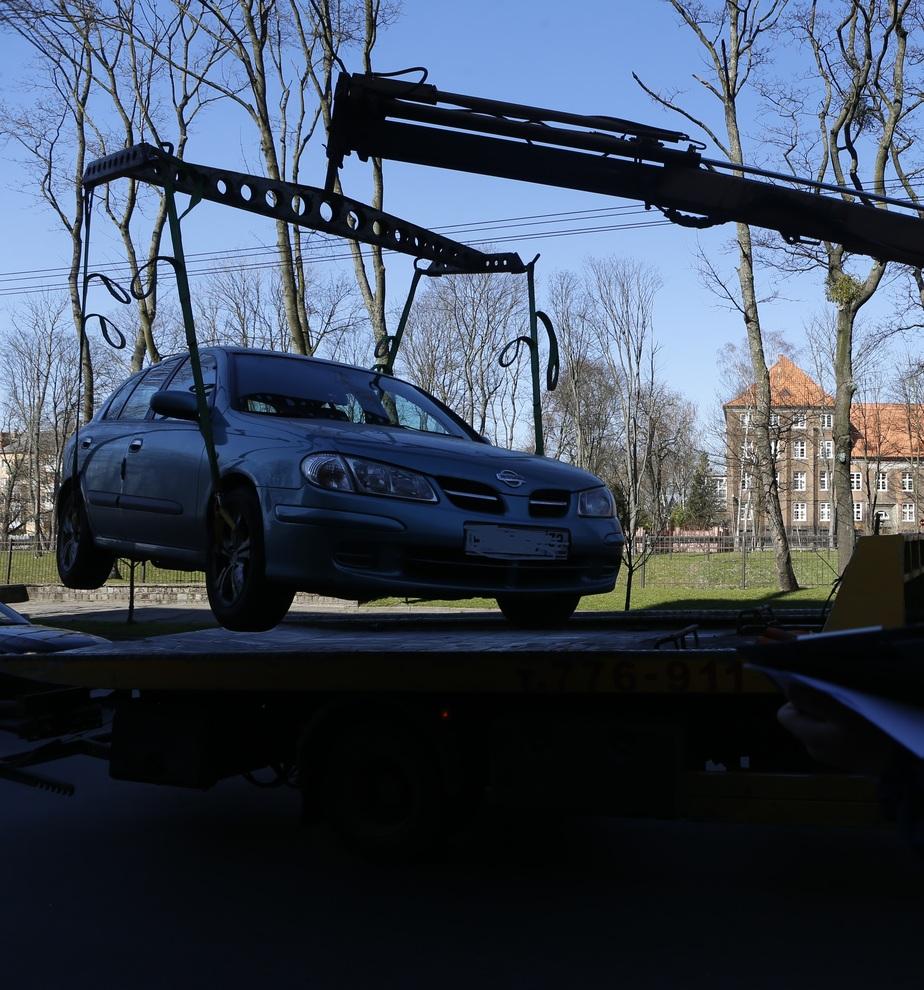 Приставы арестовали выручку штрафстоянки в Калининграде в счет долга за испорченную машину - Новости Калининграда