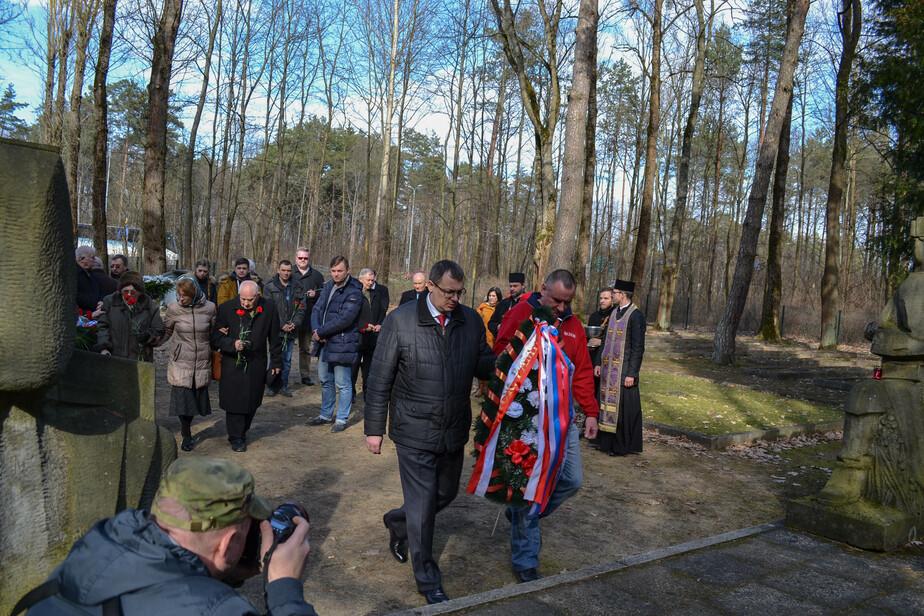 Калининградцы проехали 2 тыс. км, чтобы возложить цветы к памятникам советским солдатам  - Новости Калининграда