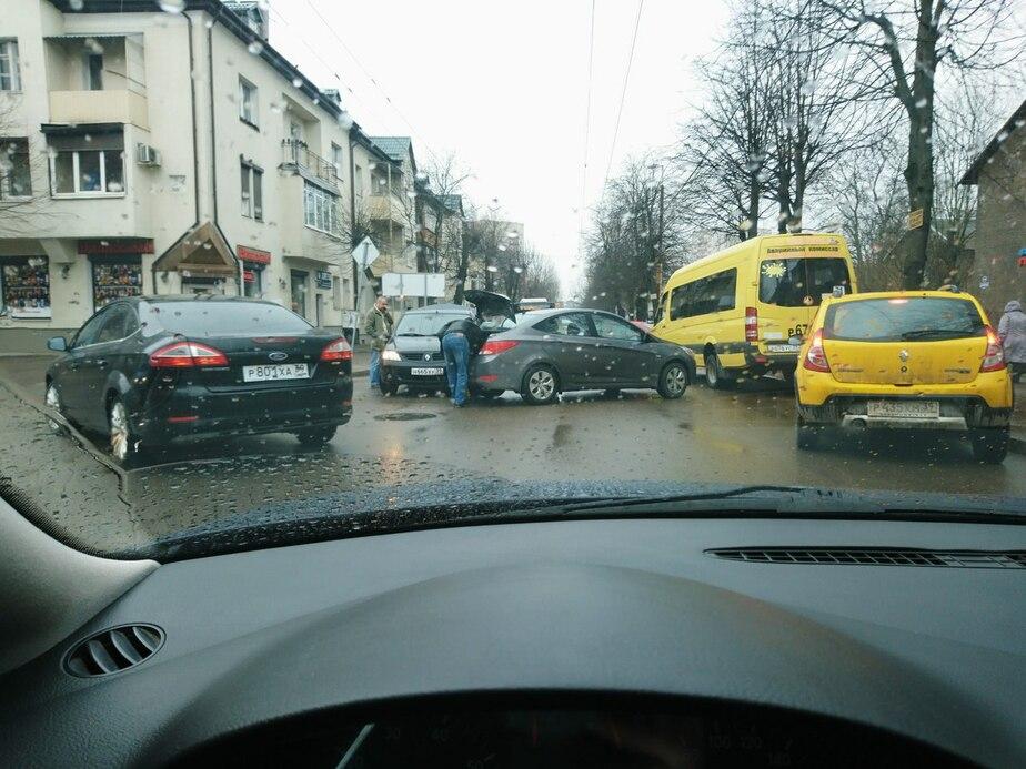 На ул. Батальной из-за ДТП образовалась километровая пробка - Новости Калининграда