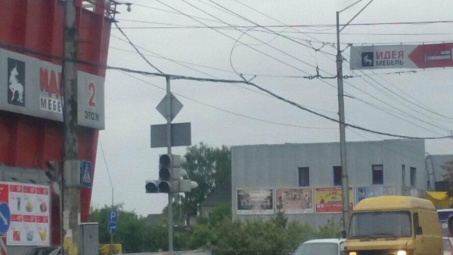 На проспекте Победы не работает красный сигнал светофора: на дороге хаос - Новости Калининграда