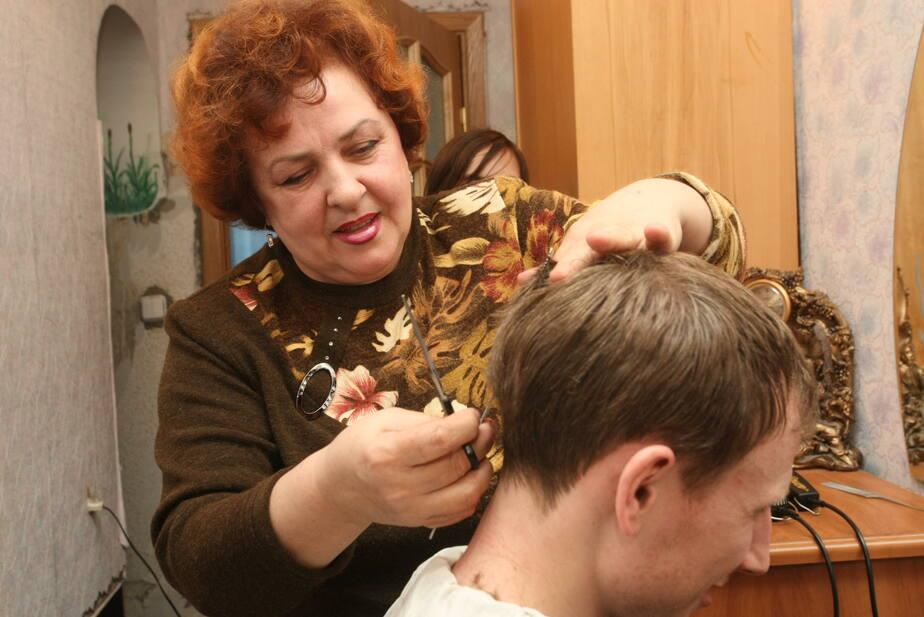 Опрос: каждый десятый россиянин ни разу не был у парикмахера
