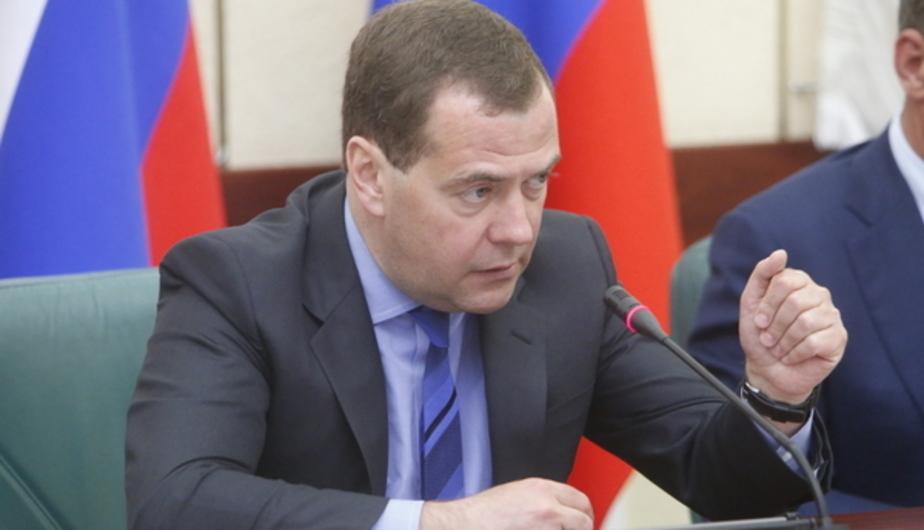 Медведев: Мы не должны тащить мусор из окна в Европу