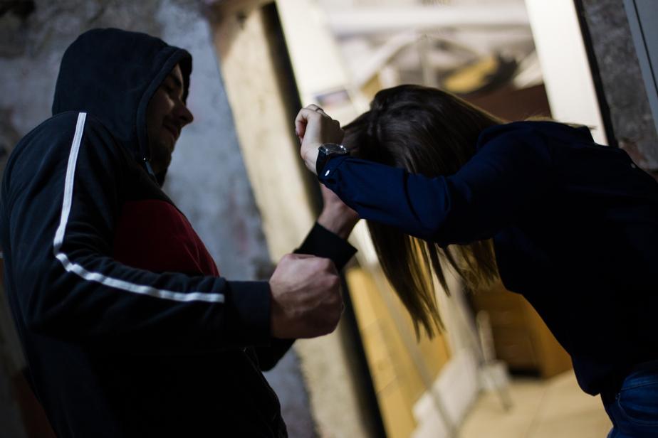 Мужчина в медицинской маске избил и ограбил бухгалтера - Новости Калининграда