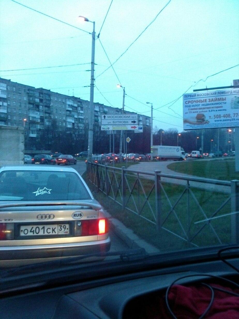 """""""Полтора часа едем от кольца до Грига"""": на Московском проспекте образовалась огромная пробка"""