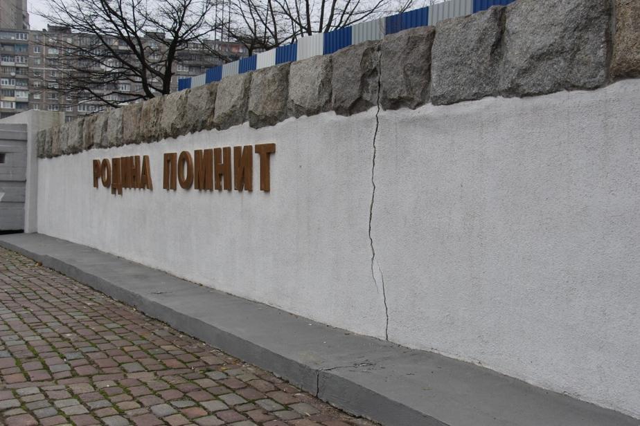 Горвласти предполагают, что трещина на памятнике морякам-балтийцам произошла из-за реконструкции набережной Трибуца - Новости Калининграда