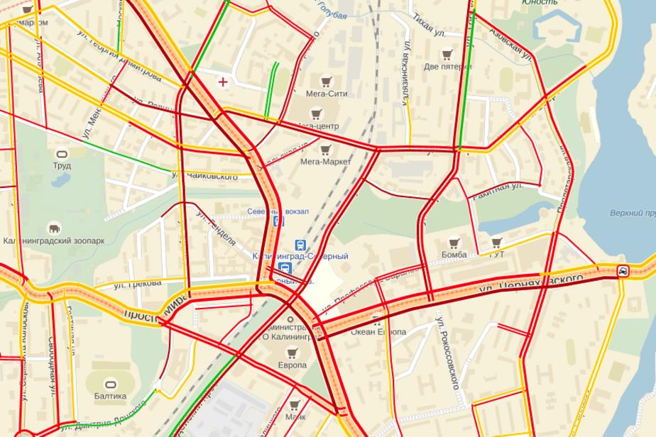 В центре Калининграда — транспортный коллапс из-за трех аварий