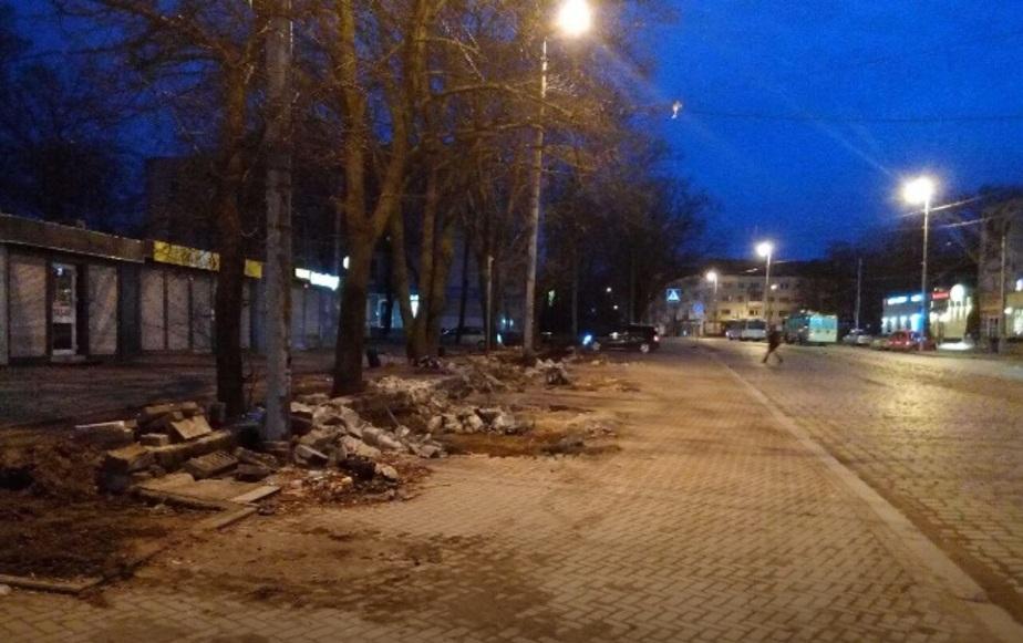 На Ленинском проспекте Калининграда убрали с пешеходной зоны ларьки (фото)  - Новости Калининграда