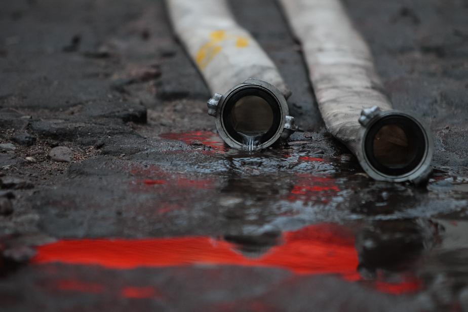 В Прибрежном пожарные вытащили из горящего эллинга газовый баллон - Новости Калининграда