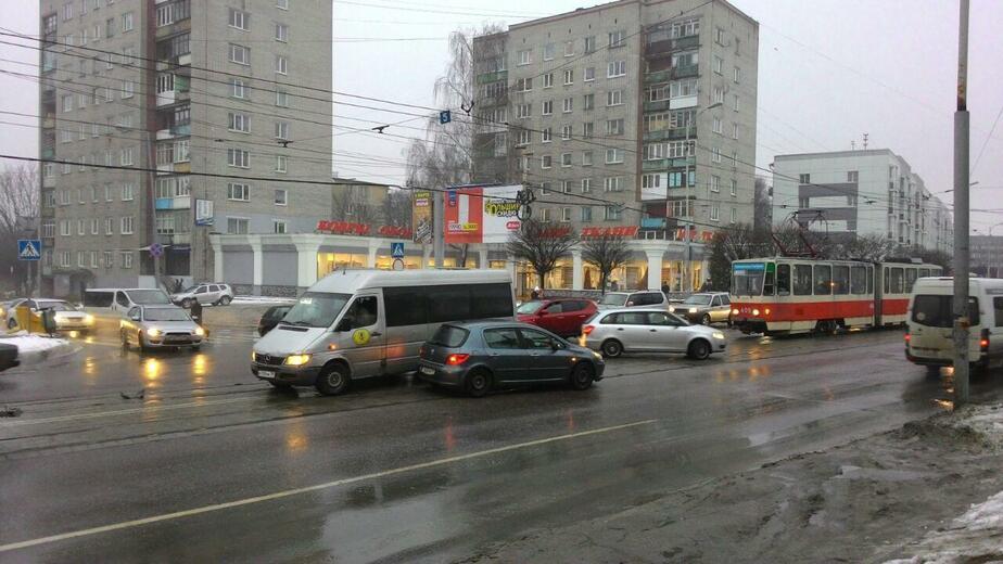 На ул. Черняховского в аварию снова попала маршрутка - Новости Калининграда