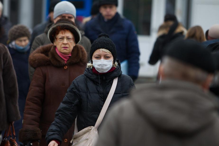 Опрос: каждый третий россиянин готов выйти на работу со свиным гриппом