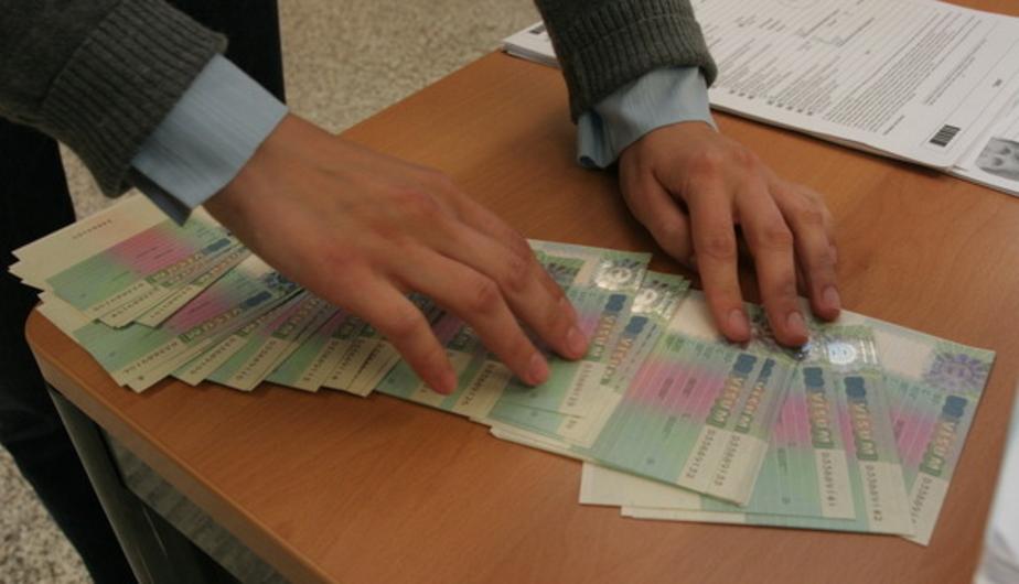 Греки пообещали сократить время оформления визы для россиян