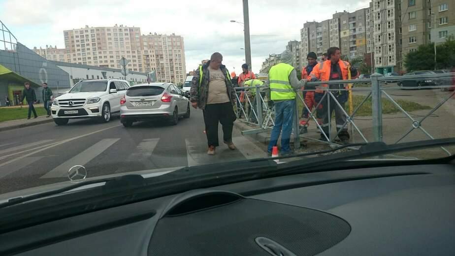 В Калининграде на ул.Гайдара закрыли пешеходный переход  - Новости Калининграда