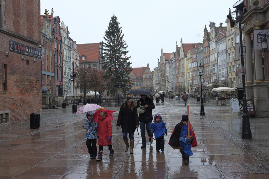 СМИ: калининградки едут в Польшу за продуктами и женихами