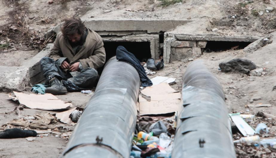 Калининградцы пожаловались на живущего в заброшенном микроавтобусе бродягу