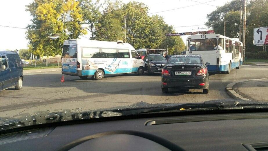 В Калининграде маршрутка столкнулась с легковушкой  - Новости Калининграда