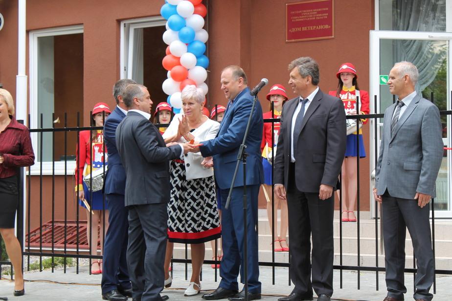 Калининградским фронтовикам вручили ключи от квартир в новом корпусе Дома ветеранов - Новости Калининграда