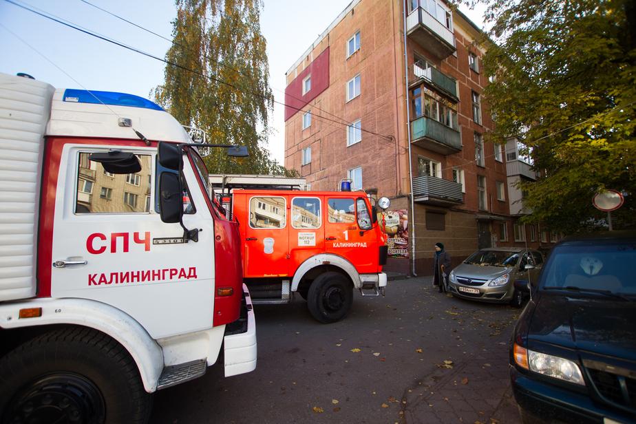 В Гусеве пожарные спасли двух человек из горящей квартиры - Новости Калининграда