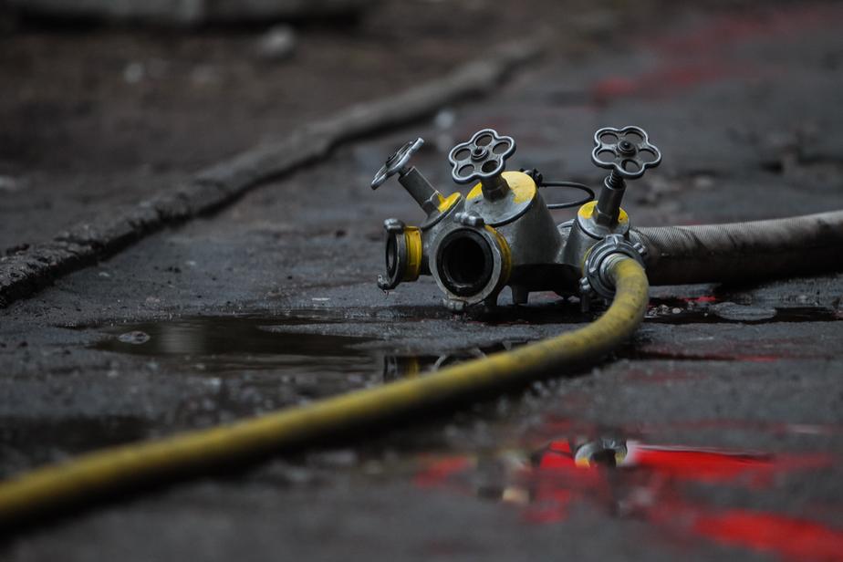 Шесть сотрудников МЧС тушили пожар в Черняховске