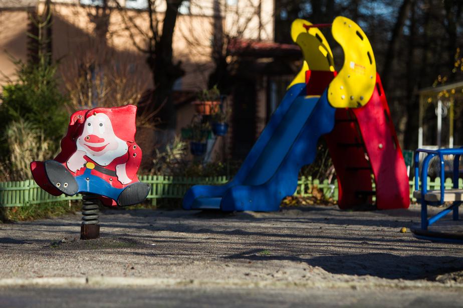 Прокуратура нашла торчащую арматуру на калининградских детских площадках  - Новости Калининграда