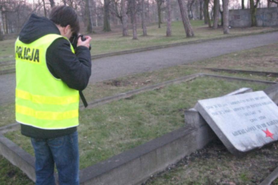 Польская полиция задержала вандала, разбившего памятники советским воинам - Новости Калининграда