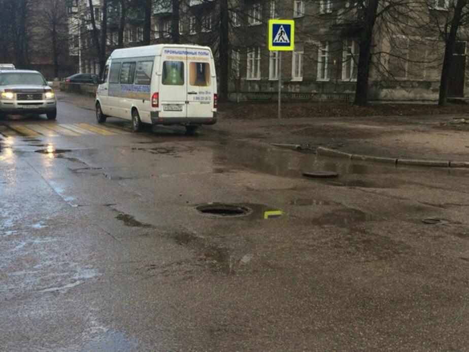 Автомобилисты предупреждают об открытом люке в центре Калининграда - Новости Калининграда