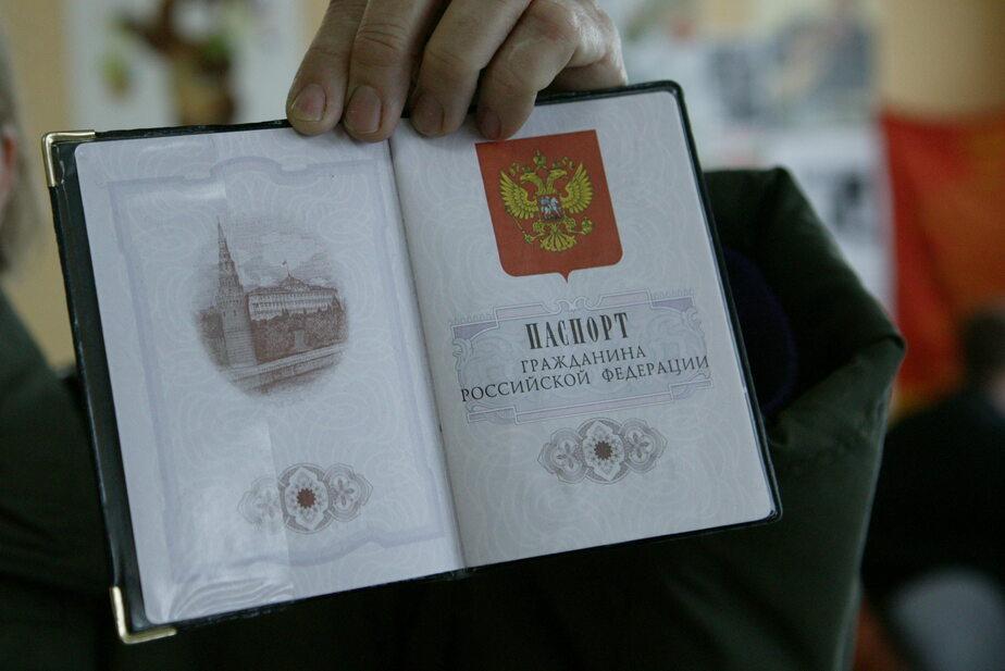 Калининградец вклеил свою фотографию в найденный на улице паспорт и взял кредит - Новости Калининграда