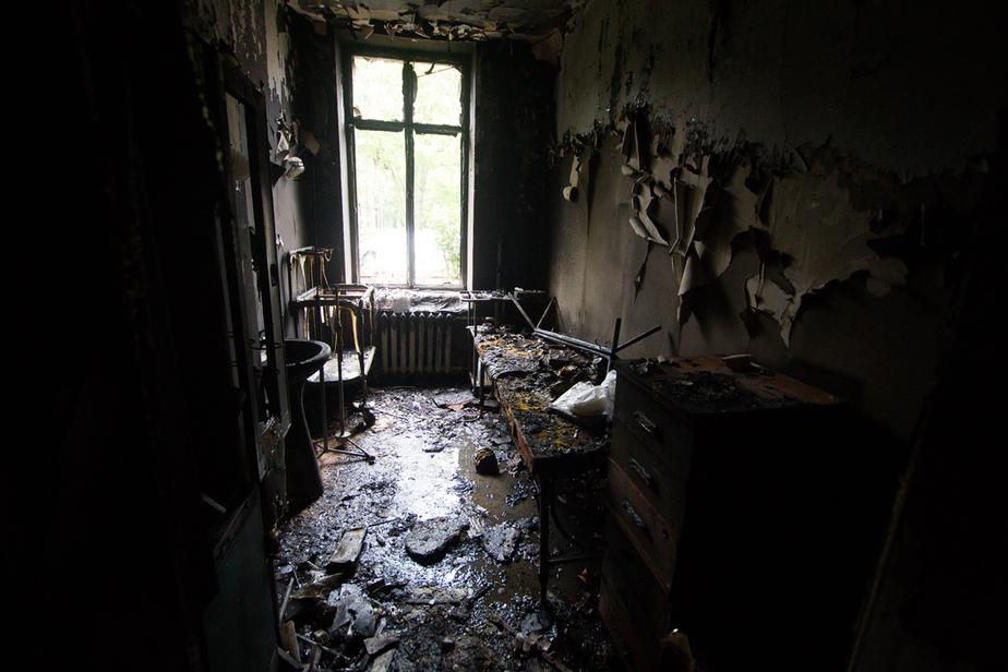 В Черняховске засудили компанию, по вине которой загорелся чердак дома