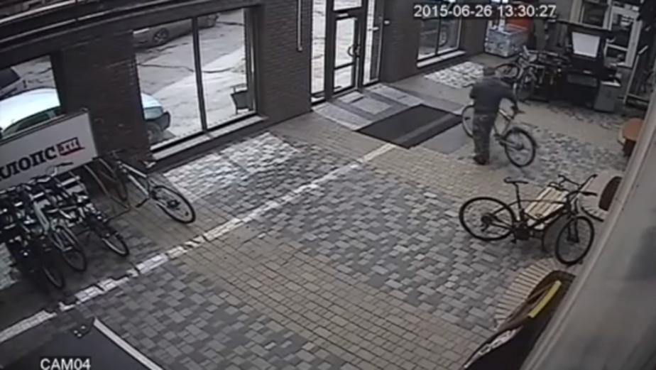 В Калининграде украли велосипед прямо из-под камер наружного наблюдения  - Новости Калининграда