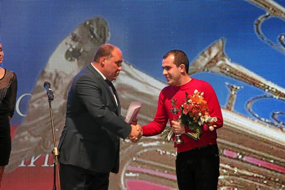 Награждён калининградец, который спас мальчика из тонущего в Преголе автомобиля - Новости Калининграда
