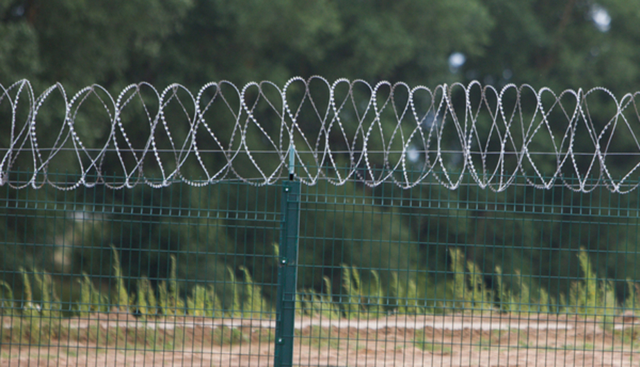 Латвия построила на границе с Россией 23-километровый забор с колючей проволокой