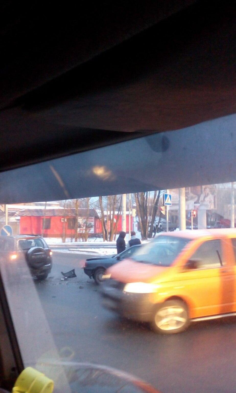 """Очевидцы: На ул. Суворова """"Сузуки"""" врезалась в столб - Новости Калининграда"""