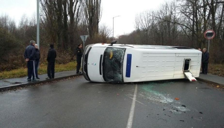 Число пострадавших в перевернувшейся под Балтийском маршрутке увеличилось до семи - Новости Калининграда