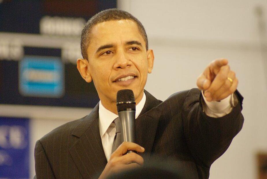 Обама подписал закон, позволяющий поставлять оружие Украине