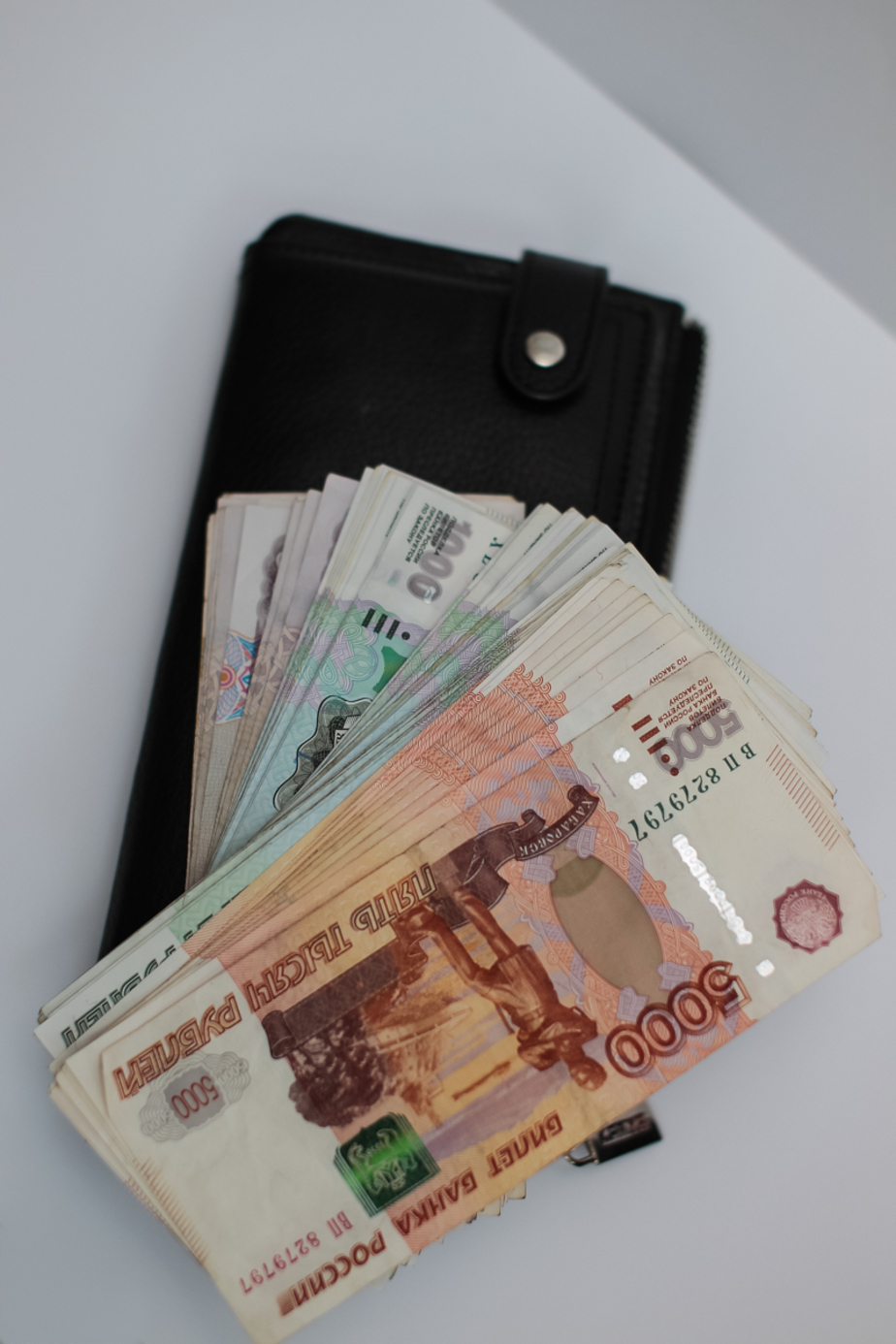 Калининградец украл деньги из кошелька коллеги на рабочем месте - Новости Калининграда