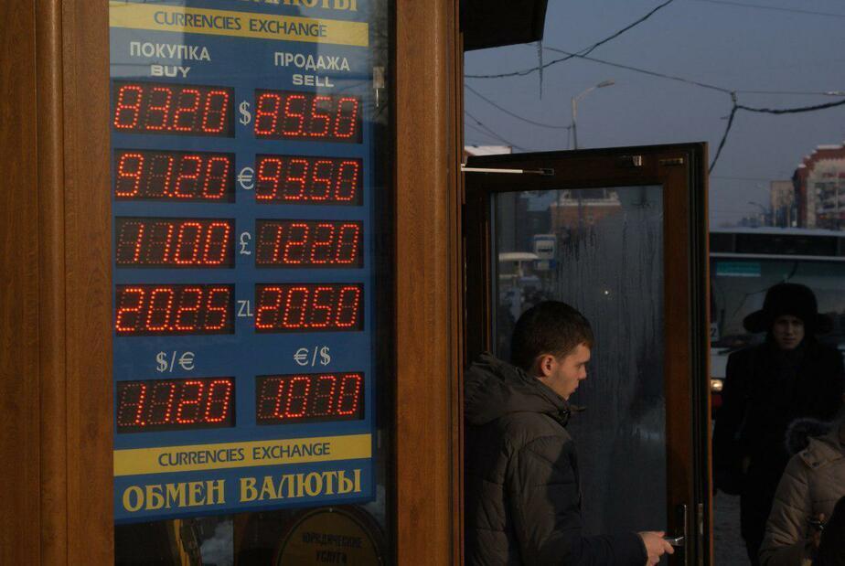 """Глава ВТБ: """"Откат"""" курса к 60 рублям за доллар уже маловероятен"""