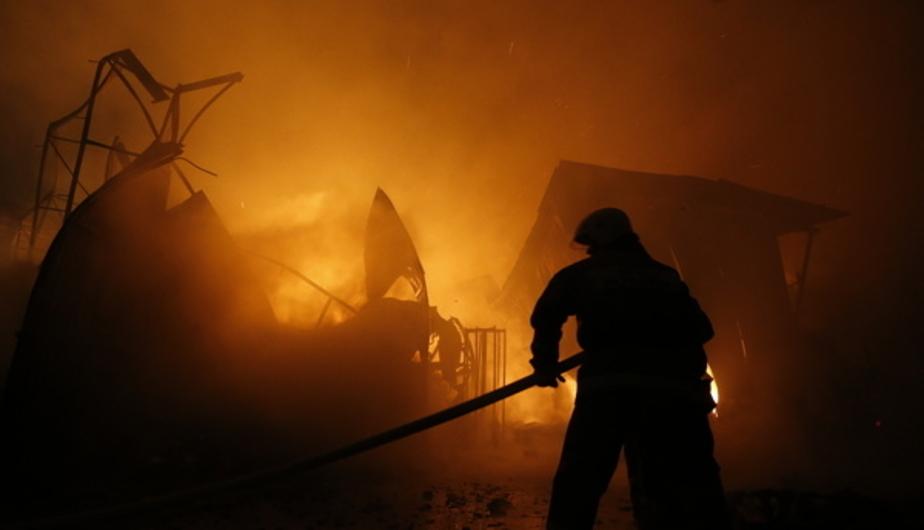 В Калининграде сгорел гараж с двумя машинами - Новости Калининграда