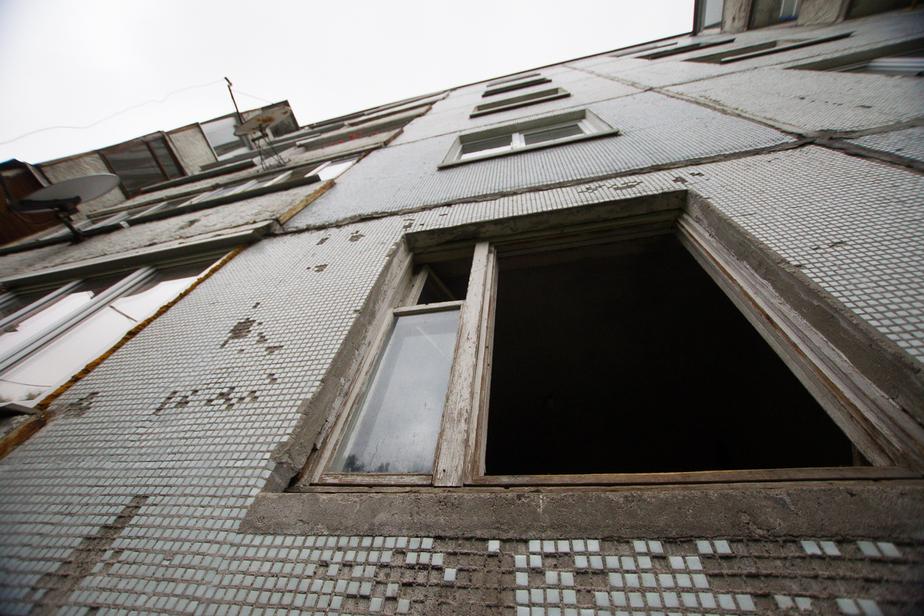 Калининградец отравил жизнь соседям, превратив квартиру в  ночлежку и общественный туалет  - Новости Калининграда