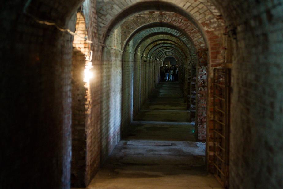 В форту № 3 парень свалился в 8-метровую шахту  - Новости Калининграда