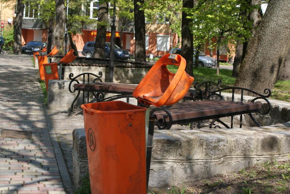 В Калининграде власти решили убирать контейнерные площадки для мусора возле домов