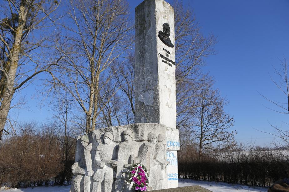 Посла Польши вызвали в МИД РФ из-за демонтажа памятника генералу Черняховскому - Новости Калининграда