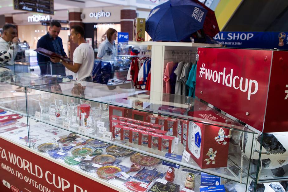 Трофей, одежда для новорожденных, мячи, воздушные змеи: в Калининграде к ЧМ-2018 открылся официальный магазин FIFA - Новости Калининграда
