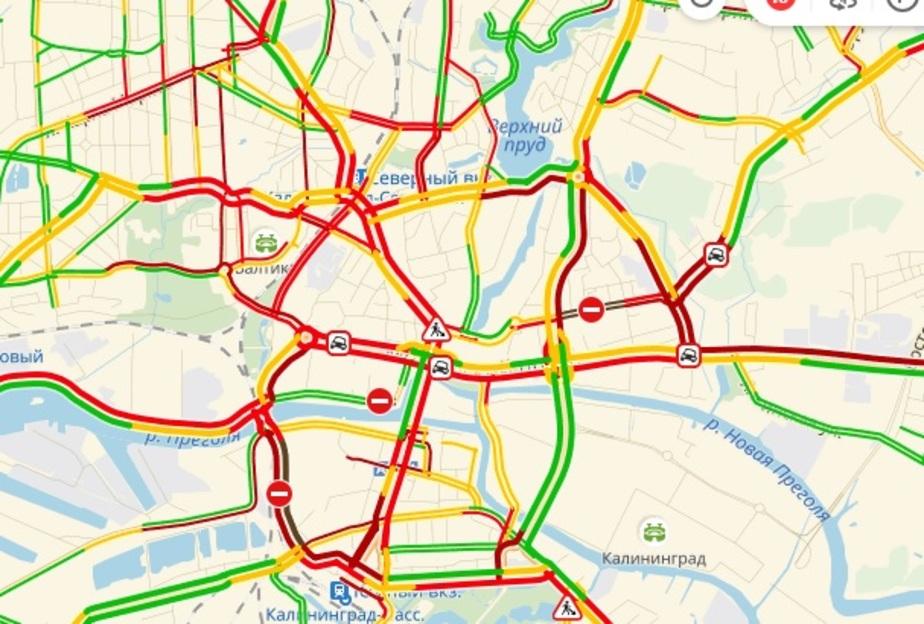 Дождь, аварии и час пик: центр Калининграда встал в десятибалльных пробках - Новости Калининграда