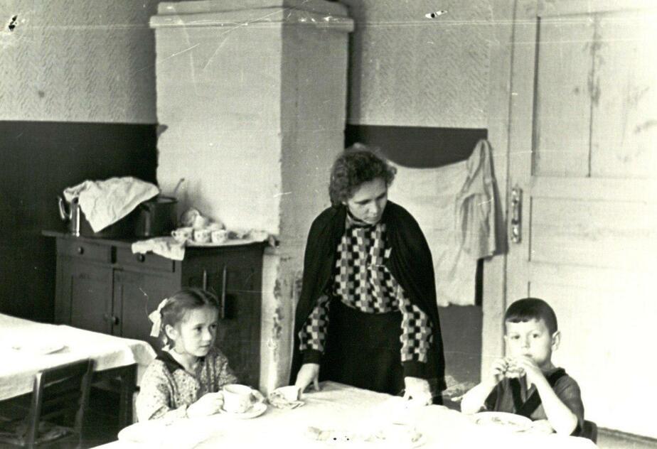 В сельском детском саду. 50-ые годы. / Фото: Государственный архив Калининградской области (с)