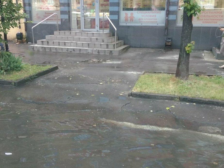 Алексей Силанов рассказал, почему затопило Ленинский проспект - Новости Калининграда   Фото: очевидец