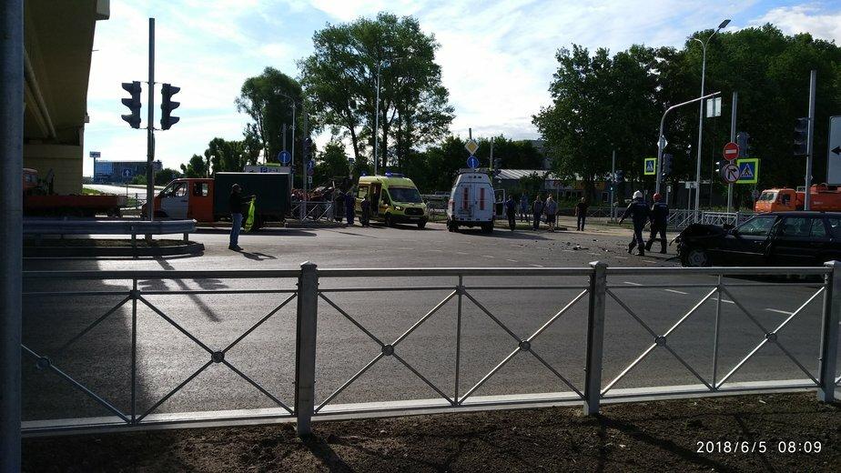 В перевернувшемся у Восточной эстакады грузовике пострадали четверо - Новости Калининграда | Фото: очевидец