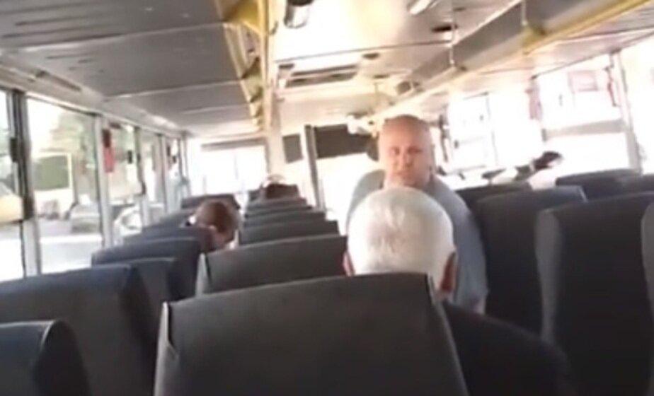 В Калининграде оштрафовали водителя автобуса, пытавшегося выгнать пенсионера из-за неприятного запаха  - Новости Калининграда | Кадр видеозаписи