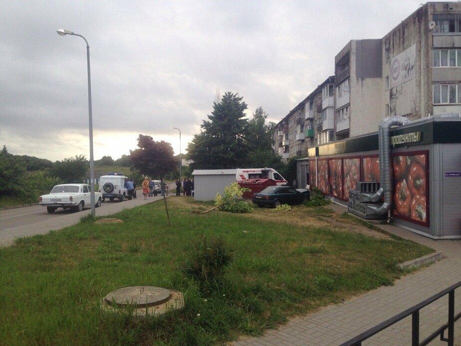 В Audi, который врезался в магазин в Пионерском, получил травму 11-летний мальчик  - Новости Калининграда | Фото: очевидец