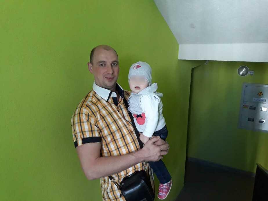 На фото Роман Чудаков с дочкой | Фото из личного архива Юлии Ширалёвой