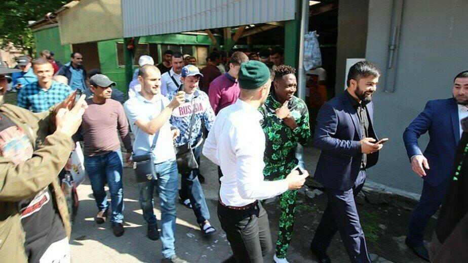 Футболисты сборной Нигерии отметили окончание Рамадана вместе с калининградскими мусульманами - Новости Калининграда | Фото: Иван Марков