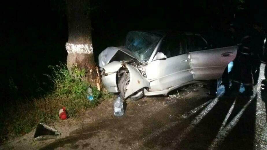 В Гурьевском районе автомобиль врезался в дерево, погиб мужчина, двое в больнице - Новости Калининграда | Фото: очевидец